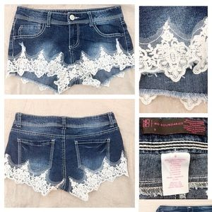 No Boundaries jean shorts with lace. Size 9